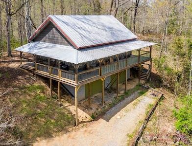 Angler's Ridge Log Cabin - Authentic Log Cabin