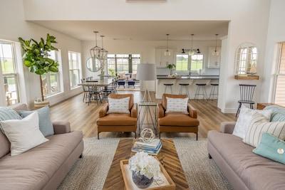 Branders Edge - NEW, Walk to Beach, Ocean Views, Screened Livingroom, GORGEOUS