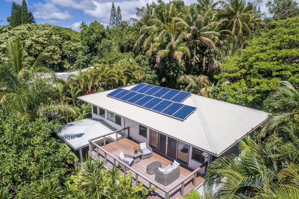 House with solar pannels and lanai near the black sand beaches of Hawaii Big Island