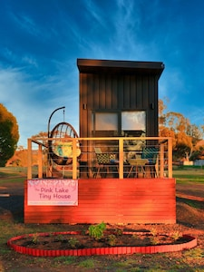 Pink Lake Tiny House - early morning
