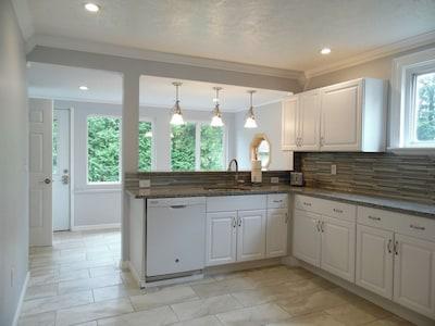 Beautiful guest house in the heart of Watkins Glen!