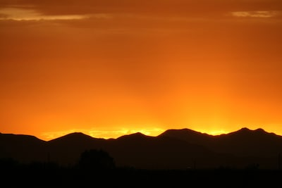 The sunsets & sunrises are something to enjoy :) 2 National Parks are also seen.