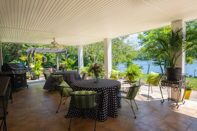 indoor/outdoor living at it's best for lounging and eating.