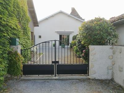 portail d' entrée de la cour