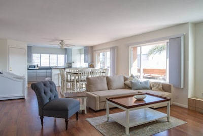 *LUXURY AND VALUE* Stacey's 6 Bedroom Beach Home