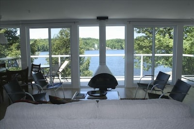 Awesome Lakefront:2 br  modern, c/a, frplace, view