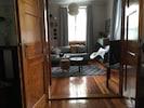 Blick aus dem Schlafzimmer ins Wohnzimmer