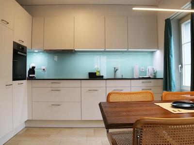 Zimmer, Möbel, Eigentum, Interior Design, Küche, Cabinetry, Countertop, Gebäude, Decke, Fussboden