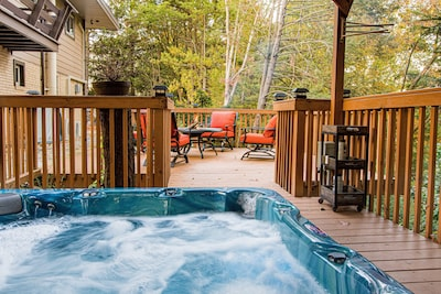 The sunken hot tub among the trees provides complete relaxation.
