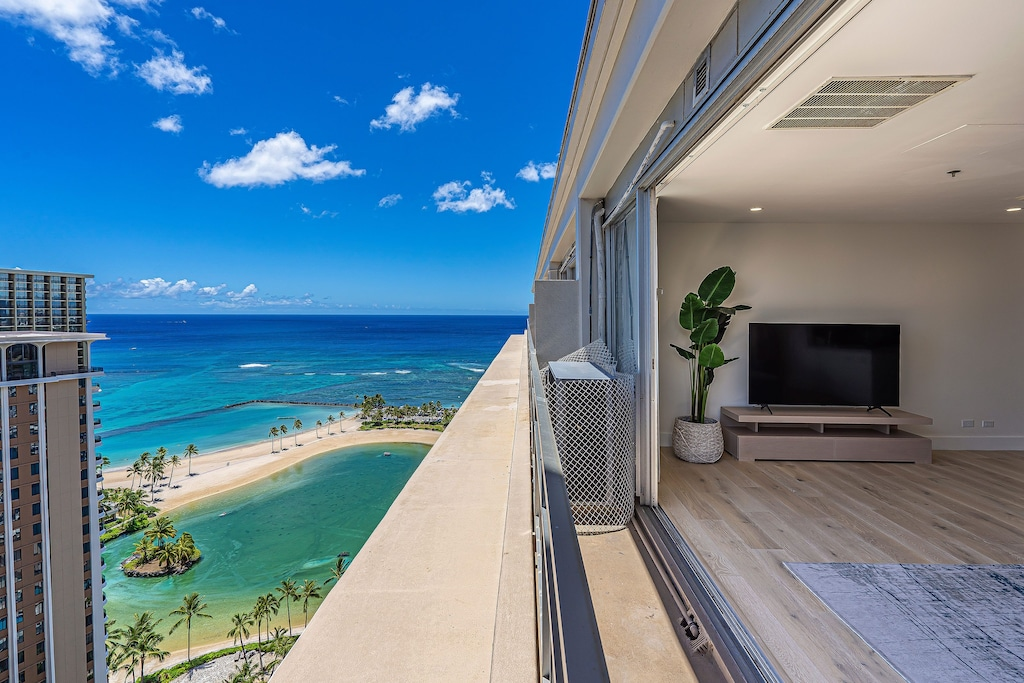Open windows with lagoon and ocean views in Waikiki