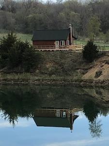 Cozy, Lake View Chalet
