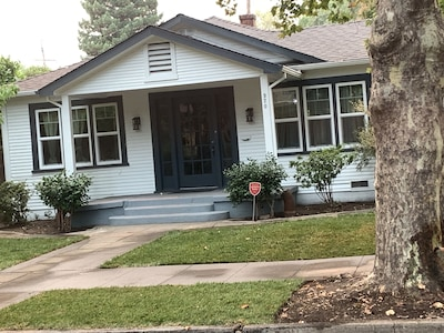 Adorable Home Near Park and Downtown.........................