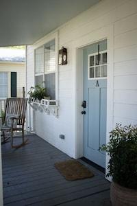 Front door of the Live Oak Cottage