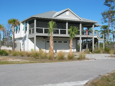 4Bd/4Ba  private residence GARAGE IS PRIVATE OWNERS AREA AND NOT OPEN TO GUESTS