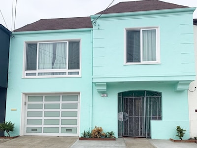 Beautiful 3 Bedroom with living room next to Sunset ocean beach home