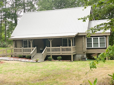 Beautiful Cabin on Private Wooded Acreage