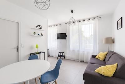 Salon avec canapé convertible | 1Stays
