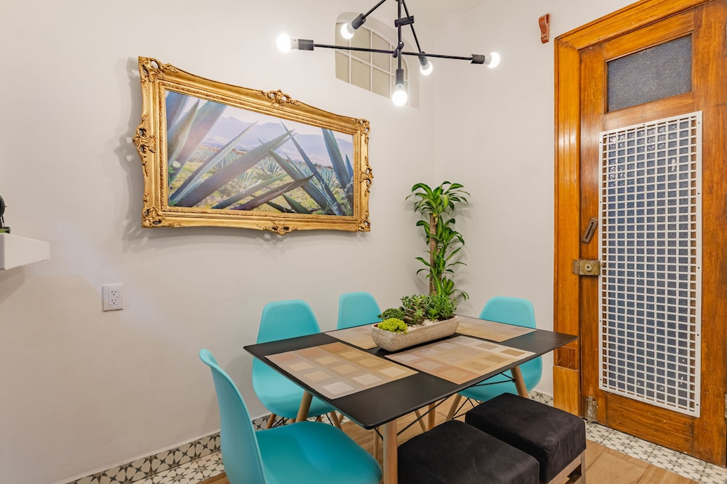 VRBO Mexico City: Kitchen table & chairs