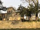 Premier plan : le Castel ; a l'arrière , le petit château