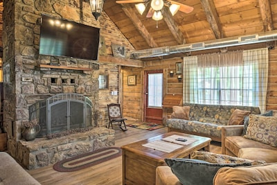 This cozy cabin is a perfect getaway on Table Rock Lake!