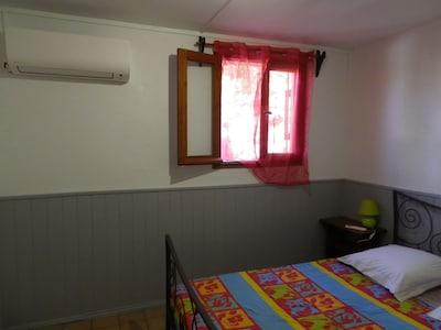 chambre 1 : climatisée, 1  lit 2 personnes