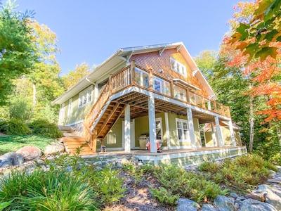 *NEW* Luxurious Oasis by Arrowhead Park, Hidden Valley Ski , Huntsville w/ WIFI