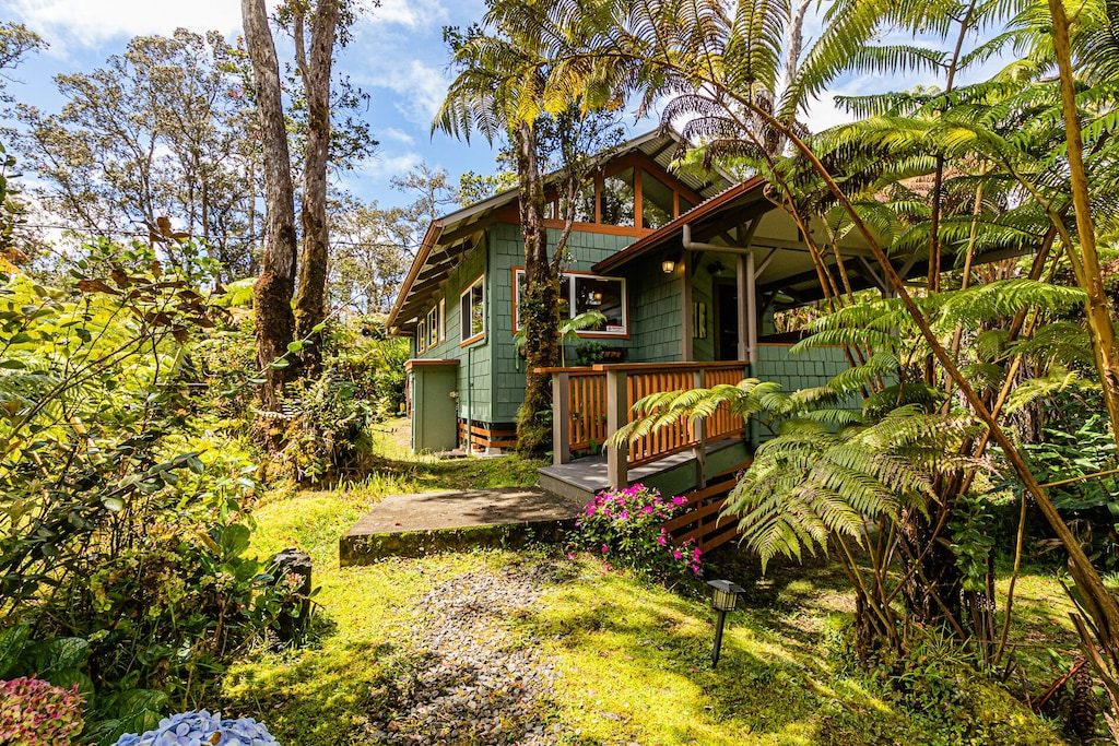 This cottage is located near some of the best things to do on Big Island Hawaii