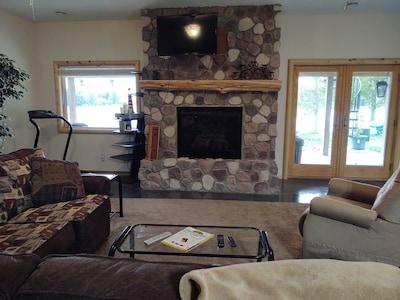 Gas fireplace w/ remote