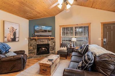 Updated Stonebridge Cabin near Silver Dollar City!  2 bedroom, 2 bathroom