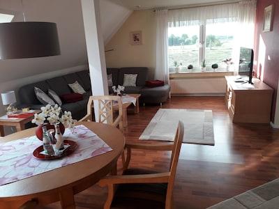 Wohn+Essbereich mit Aussicht auf den Rhein
