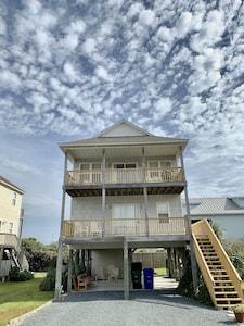 Surf City Beach House - Just steps to the beach!