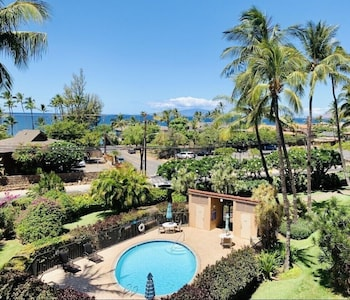 Maui Dream - Remodeled Ocean View Penthouse, Steps to World Class Beach