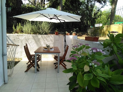 Front garden and garden table with 6 seat