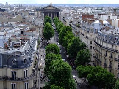Marché de St-Honoré, Paris, France