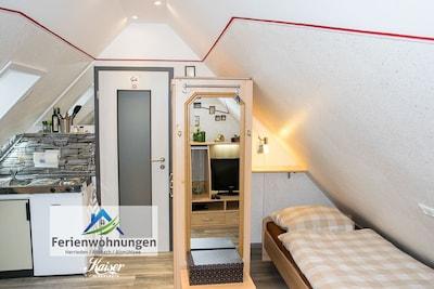 """Einzelzimmer 1 mit Singleküche und extra """"Freilicht-Treppe"""""""