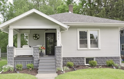 Welcome to 321 Glenn Ave.  Cozy bungalow home with LOTS of space :)
