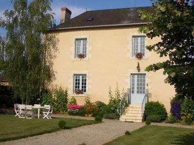 La Thuallière, belle demeure bourgeoise aménagée en gîte pour vos vacances