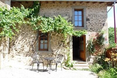 """Gite """"la maison de Marie"""" sur la commune de Rochechouart en Haute-Vienne (Nouvelle Aquitaine)"""