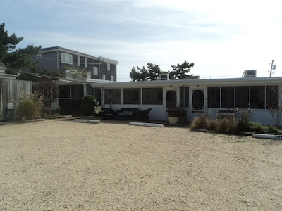 Dog-friendly Cottage - 125 steps to the best beach on the East Coast!
