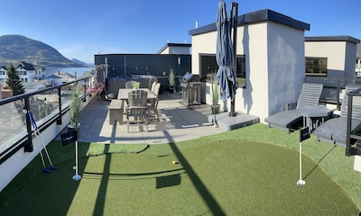 Stunning roof-top patio with hot-tub, putting green, outdoor living, BBQ