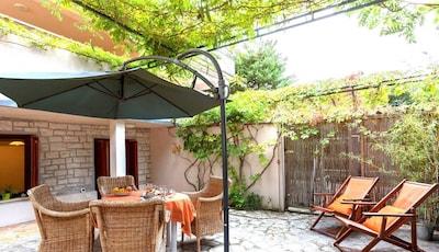 Studio Green Garden - Morgens  im eigene Garten  unter die Glyzinien-Pergola