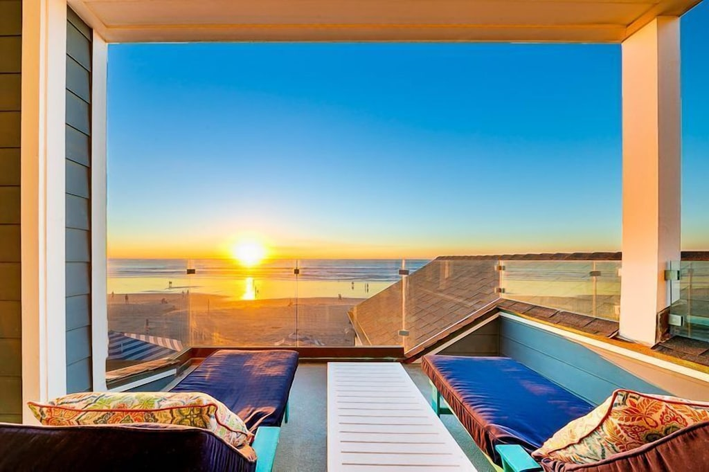 Unobstructed ocean views from the 3rd level deck