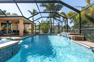 Pool, Spa, outdoor TV!