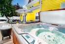 The Outdoor Oasis - 6-person hot tub