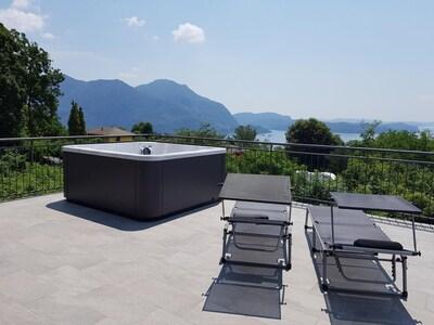 Ca. 100 m² große Sonnenterrasse mit Whirlpool atemberaubender Sicht auf den See