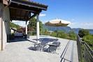 Ca. 100 m² große Sonnenterrasse mit atemberaubender Sicht auf den See