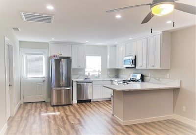 Full Kitchen and Dining Island