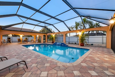 Gorgeous outdoor pool, complete enclosed