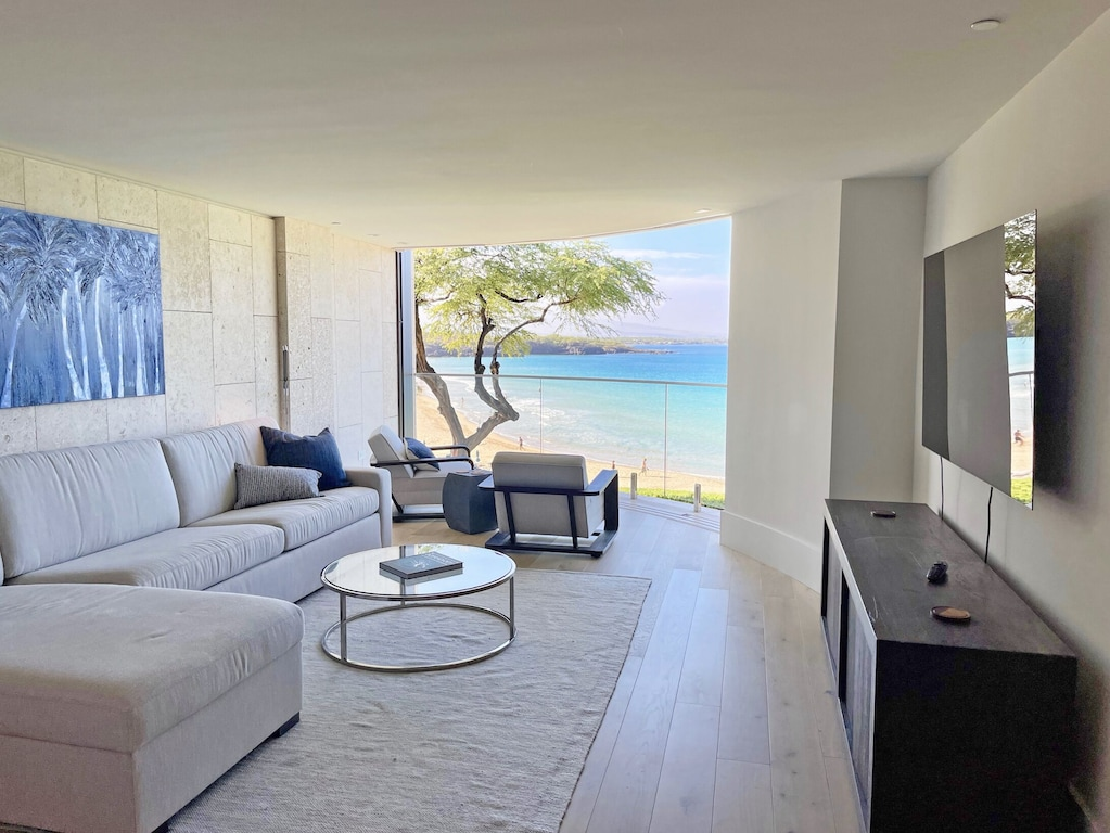 Designer apartment with view over a white sand beach on Big Island Hawaii