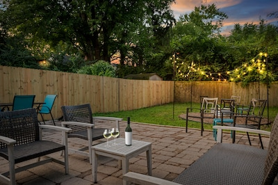 Rest & relax in a fully fenced in backyard catching up with your family/friends